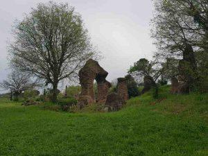 I resti dell'anfiteatro di Ocriculum