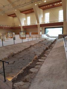 Strada romana che conduceva al tempio di Diana Nemorense, nel Museo delle navi romane