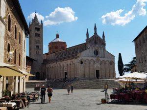 Piazza Garibaldi, la Cattedrale di san Cerbone